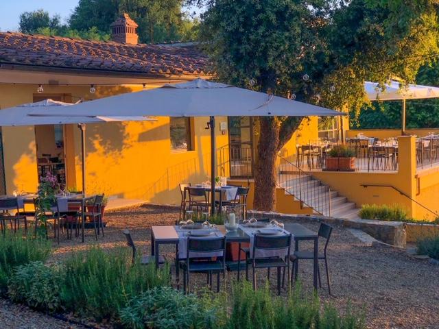 Cantinale Monteriggioni - Tavoli giardino