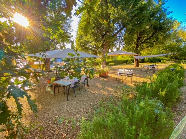 Cantinale Monteriggioni - Giardino Tavoli Vela